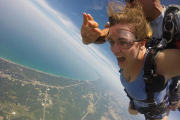 Book VIP Fast-Pass Tandem Skydive in Chicago on Viator