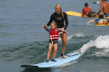 Clase de surf para grupos pequeños en Isla Grande