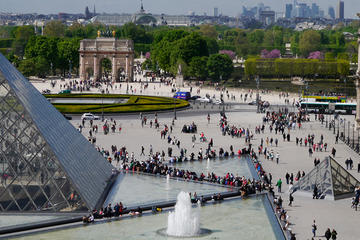 Semi-privétour: Notre Dame, historische wandeling door Parijs en tour ...