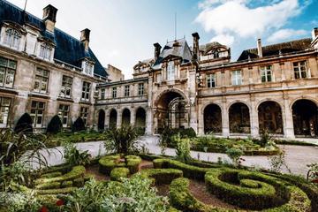 The Marais District Paris: Guided Private Walking Tour