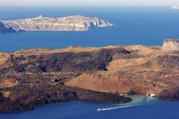 Croisière vers le volcan de Santorin...