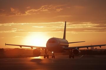 Traslado de chegada compartilhado: do Aeroporto de Santorini para o...