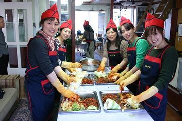韓国文化体験:キムチ作り、ハンボクの着用、韓国…