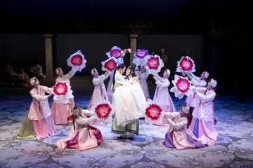 Eintritt in die Lotus-Vorstellung im Jeongdong-Theater mit Hin- und...