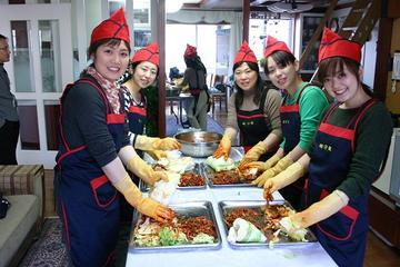 Experiencia cultural coreana: elaboración de kimchi, uso de hanbok y...