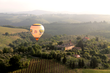 Flug im Heißluftballon über der Toskana