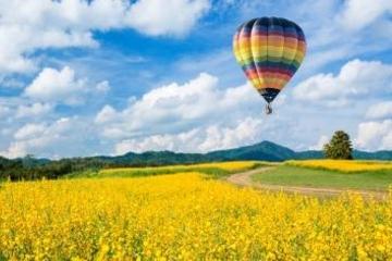 Voo de balão de ar quente sobre Toscana saindo de Siena
