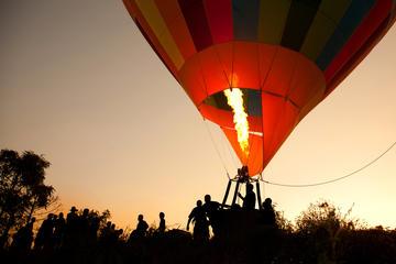 Flygtur i varmluftsballong över Atlasbergen från Marrakech med ...