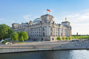 Luxury Berlin: Stretch-Limousine Tour with a Gourmet Meal at the Reichstag