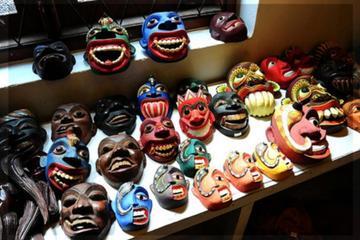 ニンボウからランバグまでのアンバンゴラのマスク博物館でベントータへの日帰り旅…