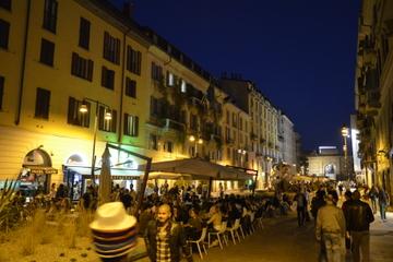 Excursão a pé noturna por Brera saindo de Milão