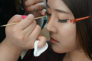 ソウルでの韓国式美容体験:メークアップとオプシ…