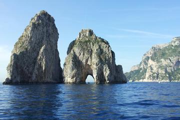 Recorrido privado en barco por Capri...