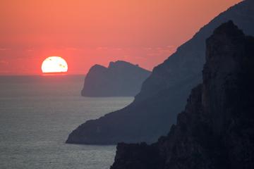 Visite privée: croisière au coucher du soleil le long de la côte...