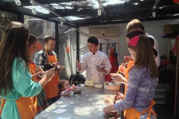 Erleben Sie Schanghai: Teigtaschen-Kochkurs und Probiertour