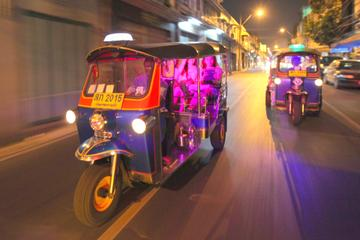 Bangkok à noite: visite templos, mercados e comida em um Tuk-Tuk