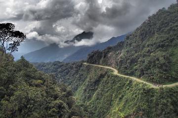 Todesstrecke: Mountain Bike Tour auf der weltweit gefährlichsten Road