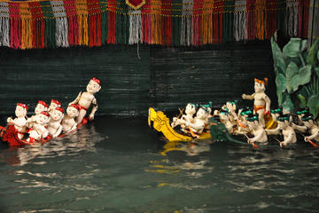 Espectáculo de marionetas acuáticas con cena bufé desde Hanoi