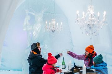 Castelo de neve do Ártico com jantar...
