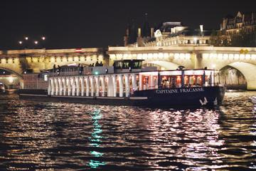Sejltur nytårsaften på Seinen med 4-retters middag, vin og...