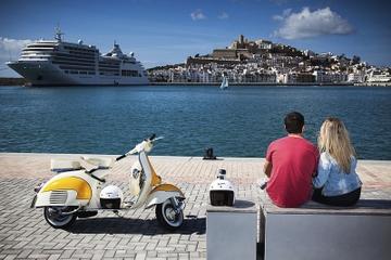 Recorrido por la isla de Ibiza en Vespa clásica