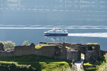 Crucero turístico por el lago Ness...