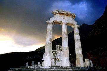 Visit Delphi the famous oracle! Explore the mysteries of the ancient world!