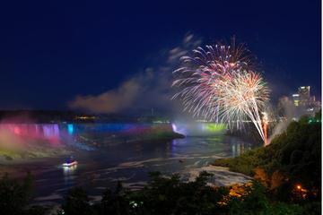 Crociera con fuochi d'artificio alle cascate del Niagara