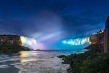 Croisière nocturne aux chutes du Niagara illuminées
