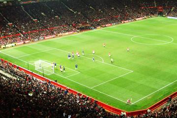 Partido de fútbol del Manchester United en el estadio Old Trafford