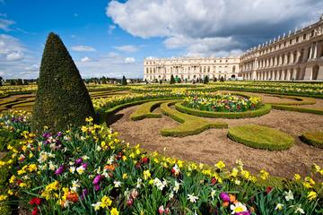 Round Trip Transportation to Versailles from Paris with Several Pickup Points