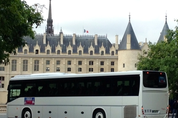 Transport aller-retour en autocar du centre de Paris à Disneyland...