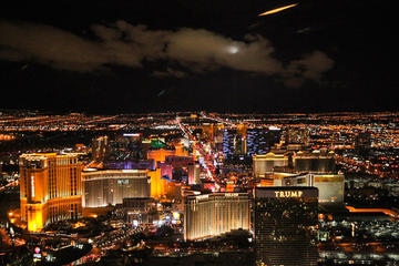 Las Vegas Strip-helikoptervlucht bij avondschemering