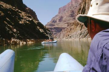 Tour en helicóptero Gran celebración con rafting en el Cañón Negro