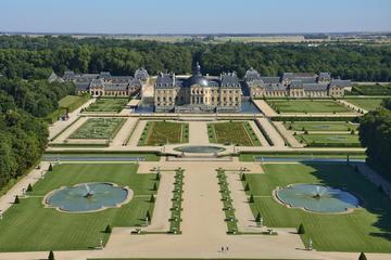 Vaux-le-Vicomte Castle Day Trip with Chateaubus Shuttle