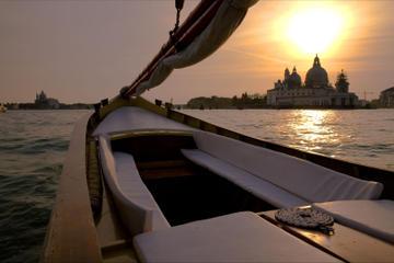 Crucero al atardecer por Venecia en barco típico veneciano