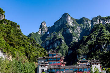 Private 4-Day Zhangjiajie Package Tour Including Lunch