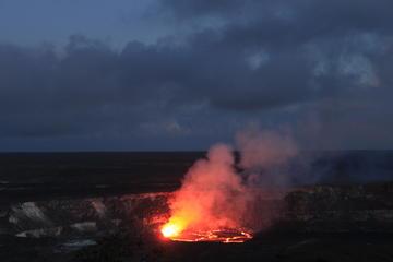 ガイド付き小グループハワイ島夕方火山ツアー
