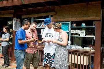 バンコクバーンラック区の食文化を探る小グループ…