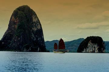 Crucero con cena al atardecer: Bahía de Phang Nga en un junco chino