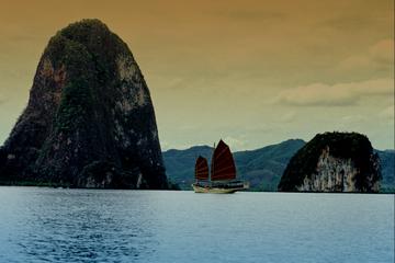 Dîner-croisière au coucher du soleil: baie de Phang Nga en jonque...