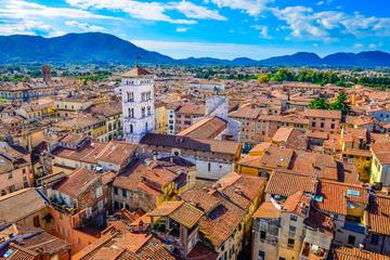 Gita di un giorno a Lucca, Barga e in Garfagnana in pulmino da Pisa