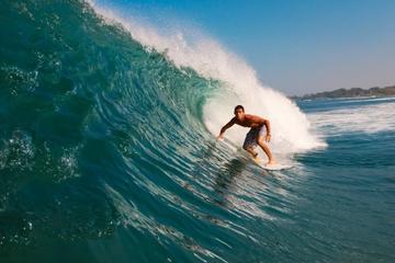 Clase particular de surf en La Libertad de San Salvador