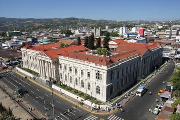 Excursión durante la escala en San Salvador: Visita a la ciudad y...