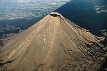 Excursion d'une journée complète: route coloniale et volcans d'El...