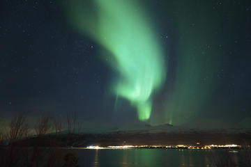 Private Tour: Northern Lights Experience from Tromso with Photography...