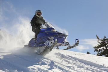 Safari en moto de nieve de Alpes de Lyngen de Laponia desde Tromso