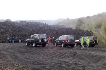 Tour di un giorno in Jeep sull'Etna da Taormina incluso il pranzo in