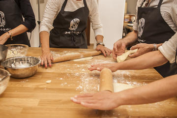Athens Walk, Shopping in Athens Market & Cooking Class (6 hours)