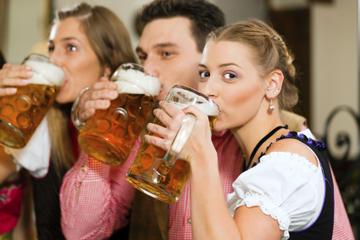 Visita a pie por la noche con cerveza de Múnich